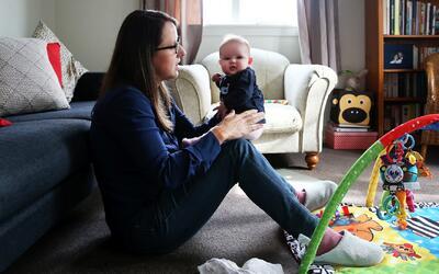 El programa que busca que madres solteras mejoren su situación y la de s...