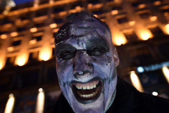En el centro de Belgrado cientos de personas lucieron sus mejores caract...