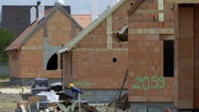 Los inicios de obra de viviendas bajaron 10.6% respecto a marzo, llegand...