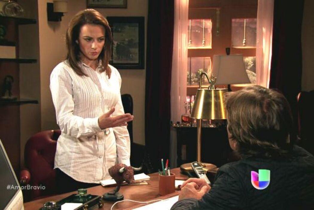 Mariano recibe las cartas de su mamá de mano de Camila y no puede creer...