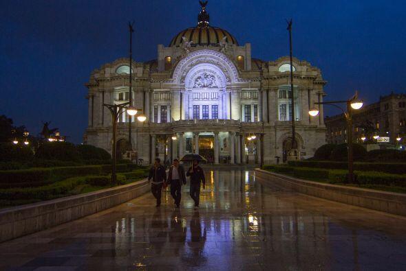 El Palacio de Bellas Artes, en la Ciudad de México, con este paisaje llu...