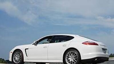 Porsche Panamera 2011 7af2913fe9ba4f3c822573a821be0aea.jpg