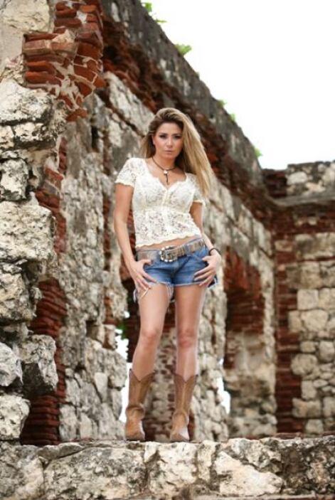 Cristina es originara de Chihuahua y saltó a la fama cuando representó a...