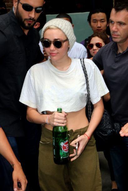 ¡Qué botellota Miley! Seguramente no pasaste nada de sed co...