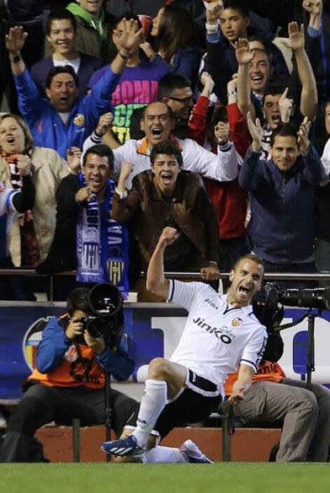 Ya en el ataque, empezamos con el delantero español Roberto Soldado del...