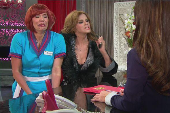 Lucía se enojó mucho, por lo que se fue a quejar a la recepción.