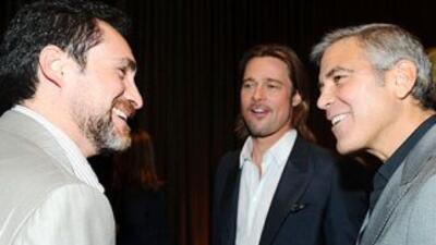 Los actores Demián Bichir (izquierda), Brad Pitt (centro) y George Cloo...
