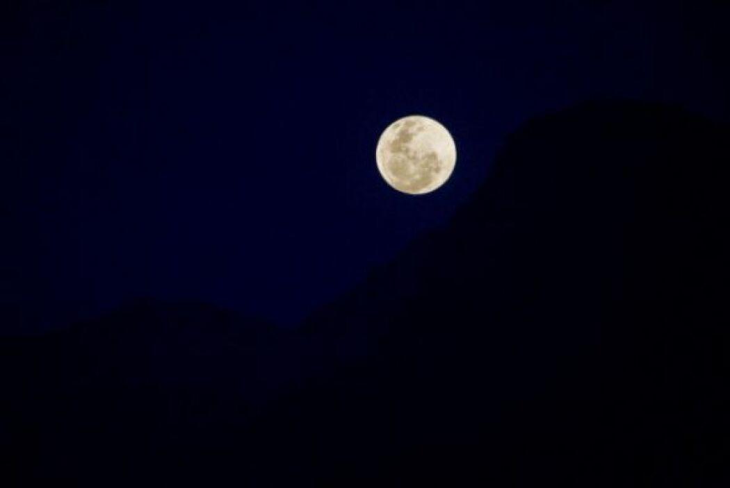 Y esta luna plateada se apreció desde Salento, departamento del Quindío,...