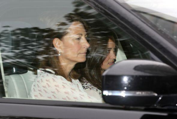 La mamá de Kate, Carol Middleton fue la primera, junto a Pippa, en llega...