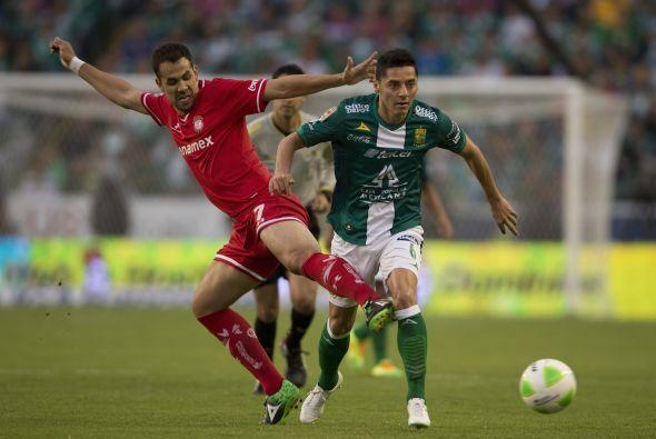 José María Cárdenas (7): Intentó desbordar por el costado izquierdo pero...