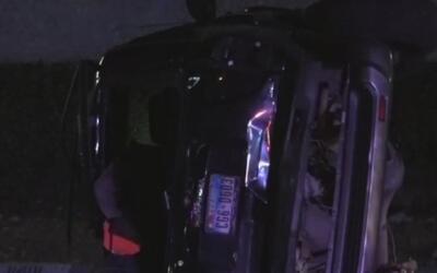 Una mujer salió expulsada de su vehículo luego de estrellarse contra un...