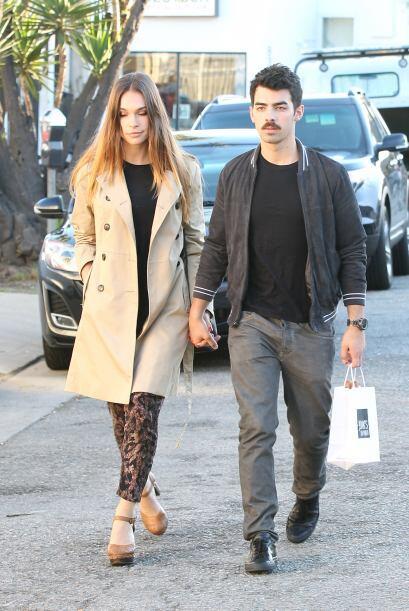 ¡Joe Jonas y Blanda Eggenschwiler son otra pareja con refinado gusto por...