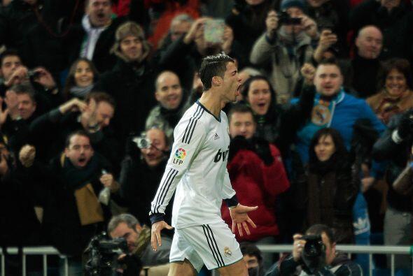 Finalmente, aparece el portugués Cristiano Ronaldo, el otro astro...