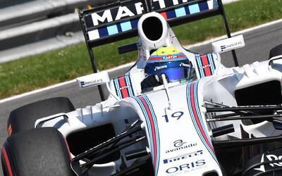 El piloto brasileño Felipe Massamaniobra su Williams en las clasi...