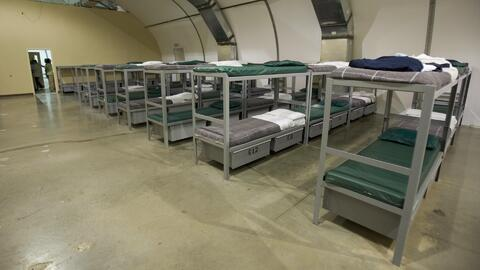 Incrementar el número de camas en los centros de detención para familias...
