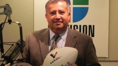 Enrique Vázquez es la voz oficial en español de los Houston Texans.