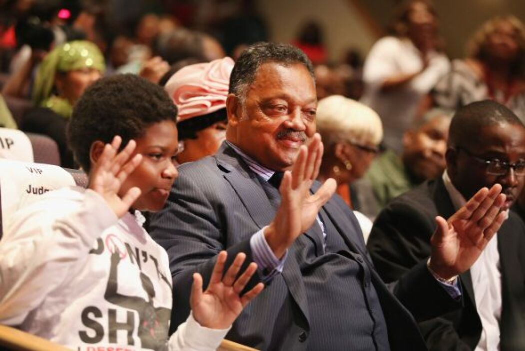 El líder de los derechos civiles, el reverendo Jesse Jackson también se...