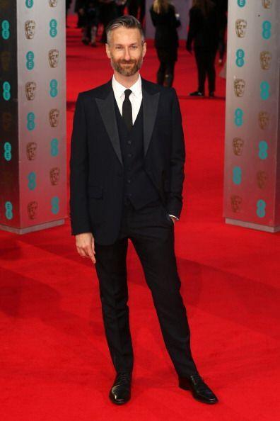¡Michael Wilkinson como buen gurú de la moda lució impecable en los BAFTA!