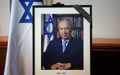 El expresidente de Israel fallecido, Shimon Peres, aparece en una fotogr...