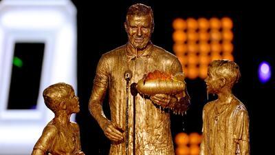 David Beckham y sus hijos se bañaron en 'oro'