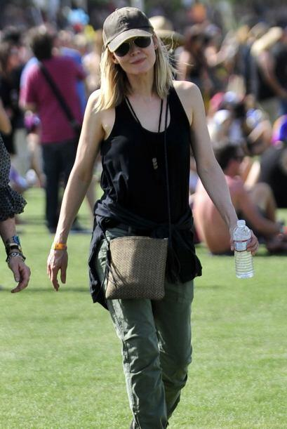 Los pantalones militares de Michelle Pfeiffer son otra alternativa s&uac...