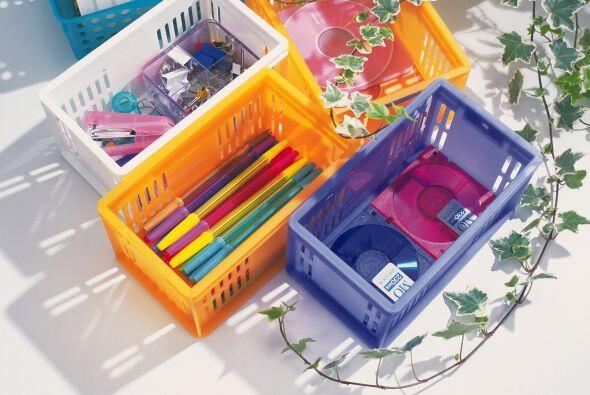Cubos de plástico transparentes y estantes. Lo bueno de este sistema, es...