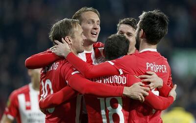 PSV Eindhoven acribilla 6-0 al Cambuur en el debut de Héctor Moreno PSV.jpg