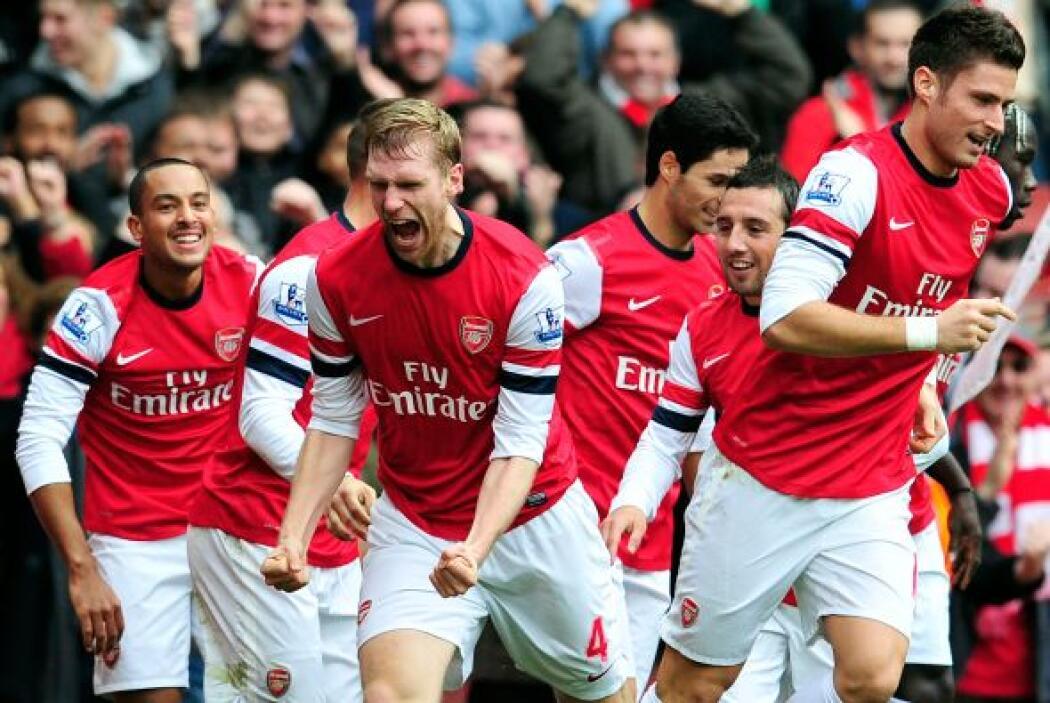 Con un potente remate de cabeza, Mertesacker sumó un gol para Arsenal, q...