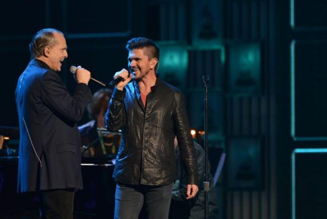 Juanes también se plantó junto a Bosé para ensayar al lado de su gran am...