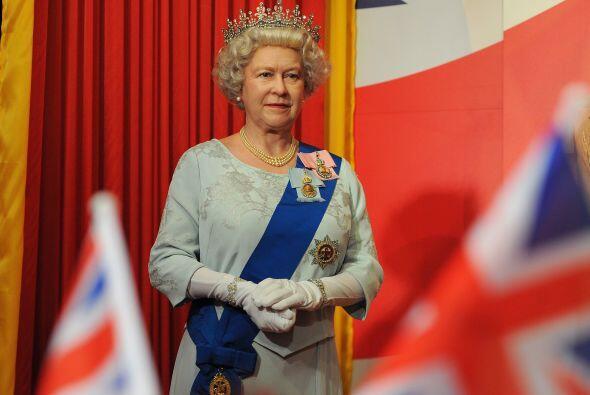 Una poderosa más, la reina Isabel II.