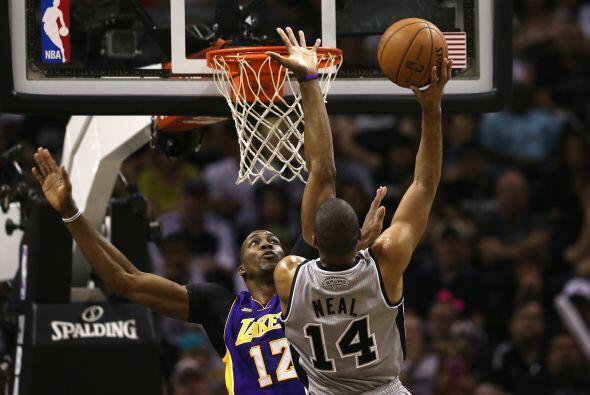 Pero los Lakers tampoco estaban inspirados, Gasol solo logró tres...