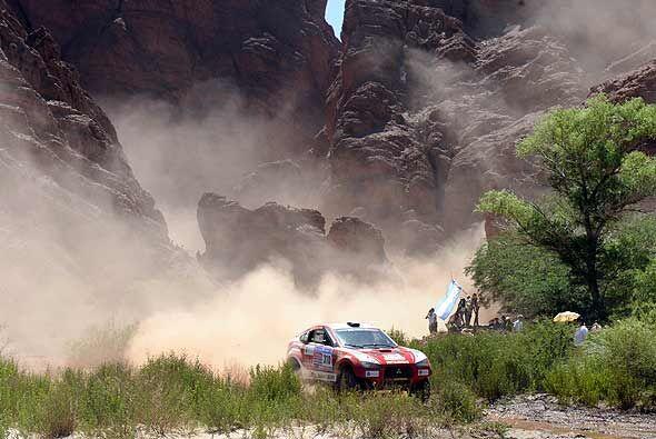 Los fanáticos argentinos disfrutan del Dakar desde las zonas seguras del...
