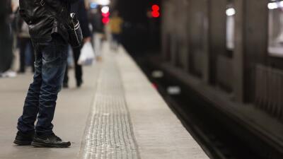 Andén de un tren regional en París.