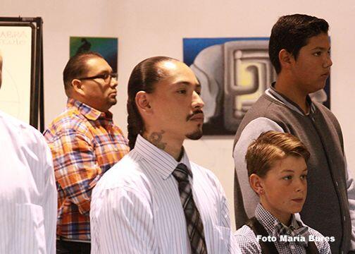 En reuniones grupales llamadas Círculos, los jóvenes hispanos también se...