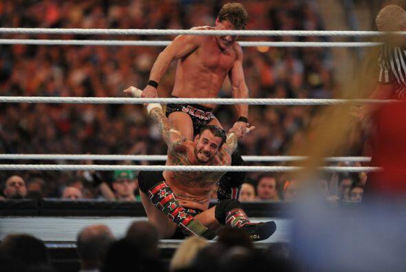 Repetidas veces Chris Jericho castigó con suplicios como Anaconda...