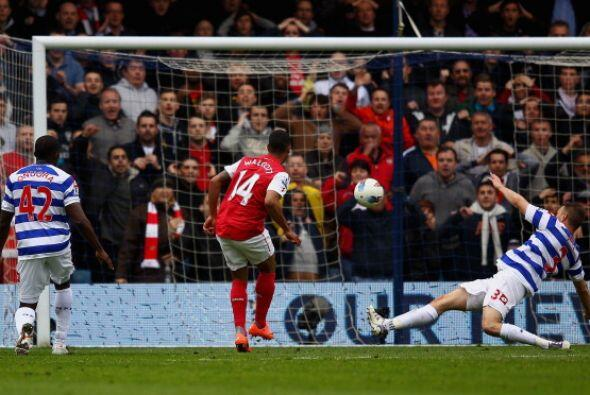 Theo Walcott logró el empate parcial, pero el local era más.
