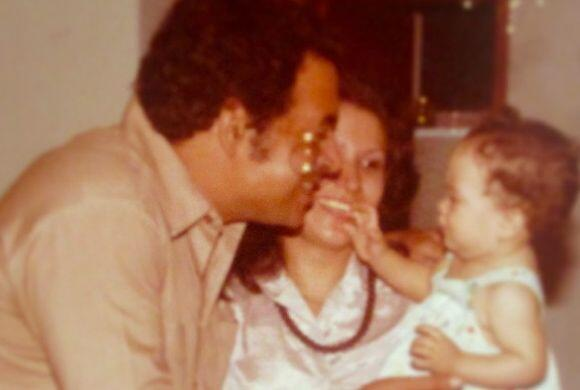 Aquí la vemos con sus papis Liz y Rolando.