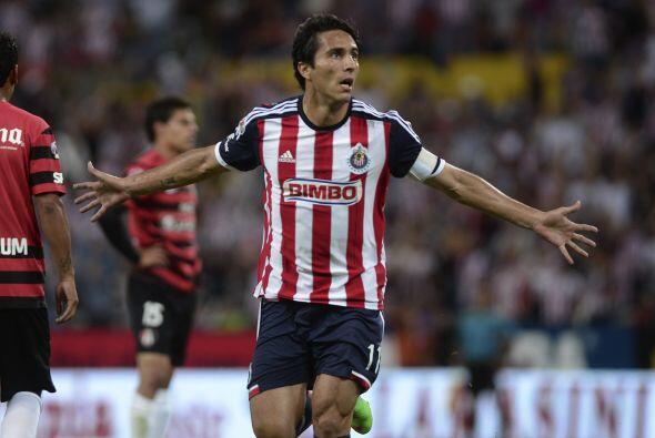 Aldo De Nigris.- Metió el gol con el que Chivas pudo sumar un pun...
