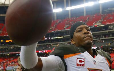 ¡Qué números puso Jameis Winston ante los Falcons!