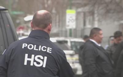 Familiares de hispano herido por un agente de ICE aseguran que no estaba...