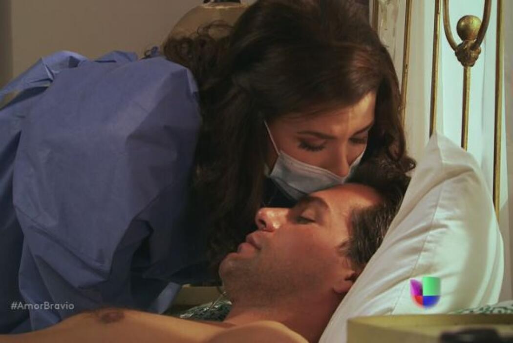 Miriam le dice que Abraham consiguió la vacuna, está al borde del llanto...