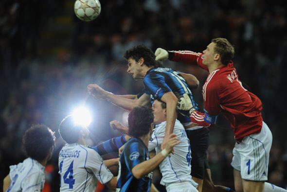 De las pocas opciones que seguía tenienco el INter, el arquero Neuer sac...