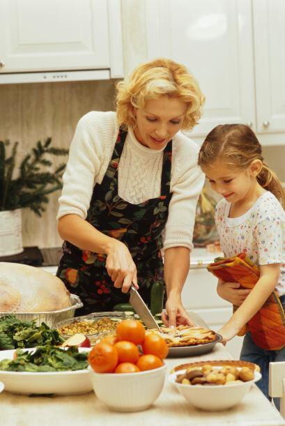 2. Juntos preparen una comida, después pueden acudir a un refugio para d...