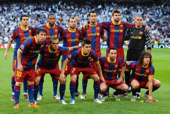 El Barcelona hizo ajustes por la ausencia de Iniesta, Puyol salió como l...