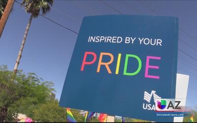 Miles de personas celebraron la diversidad en Phoenix durante el desfile...