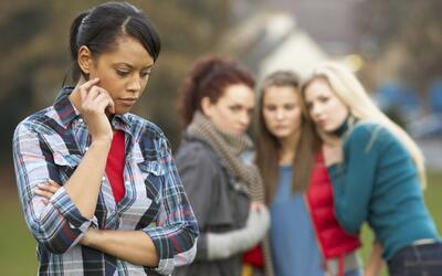 ¿Cómo manejar la envidia y los celos entre los jóvenes?
