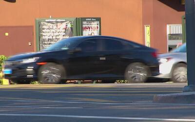 Policía busca al conductor que mató a una mujer en el sur de Los Ángeles
