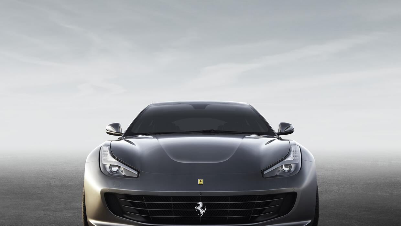 El frontal del Ferrari GTC4 Lusso 2017 cuenta con ventilación más eficiente