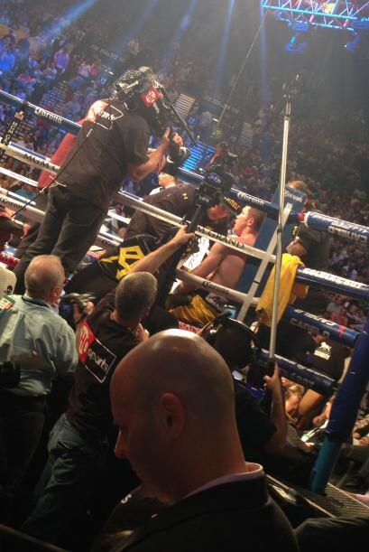 La pelea fue televisada, así el público pudo disfrutar de...