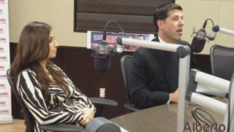 El padre Alberto Cutié y su esposa Ruhama Canelli, en el programa Intimo...